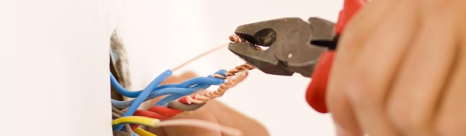 Kabels met kniptang knippen